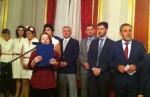 Presidente da Câmara de Zagreb (à direita na foto) recebe participantes